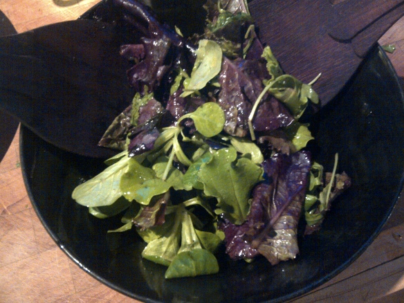 Image of green salad in a bowl