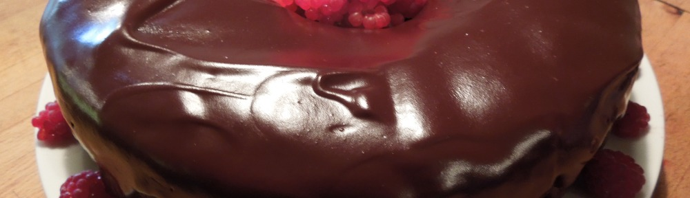 Image of completed cake, stuffed with raspberries