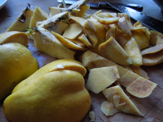 Image of quinces being peeled and cored