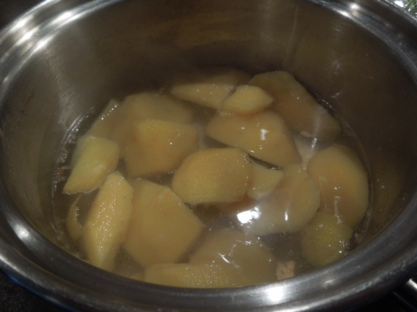 Image of quinces poaching