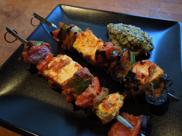 Image of paneer tikka with mint chutney