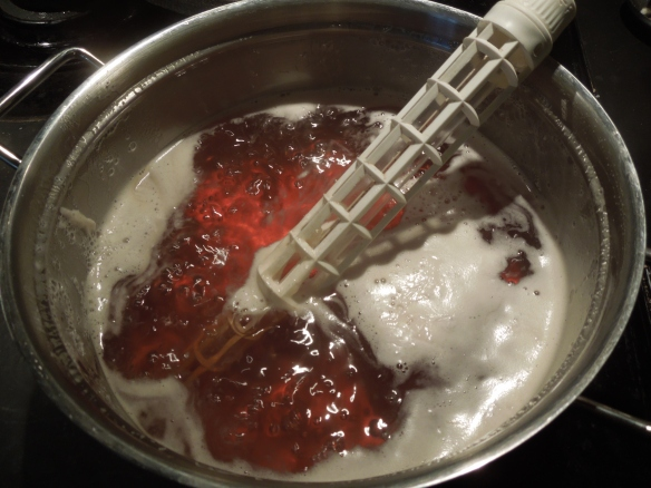 Image of quince jelly cooking