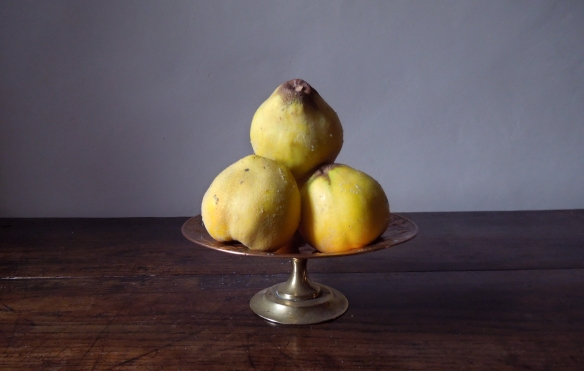 Image of quinces on a dish