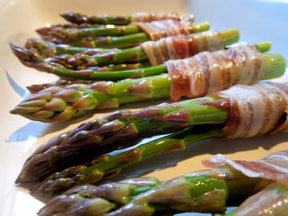 Image of pancetta-wrapped asparagus before cooking