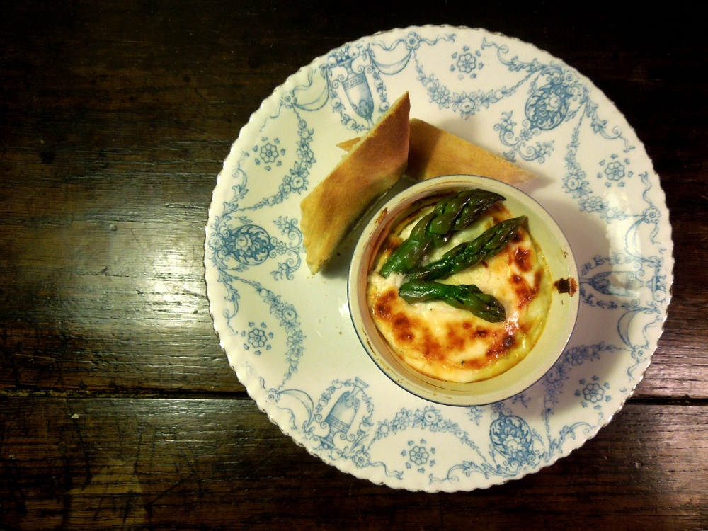 Image of egg in pot with asparagus, served with crusty bread
