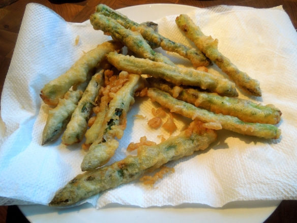 Image of tempura asparagus draining on kitchen paper