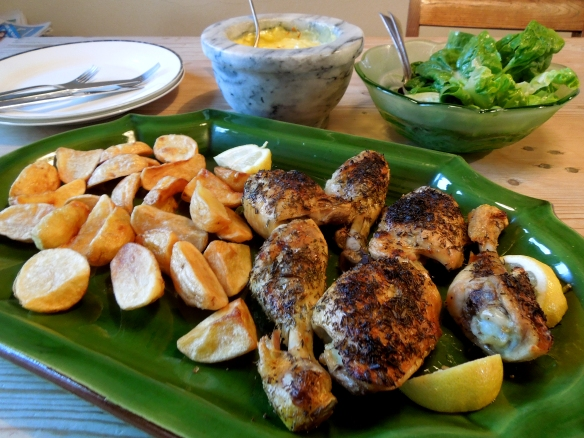 Image of chicken served with fried potatoes and saffron allioli
