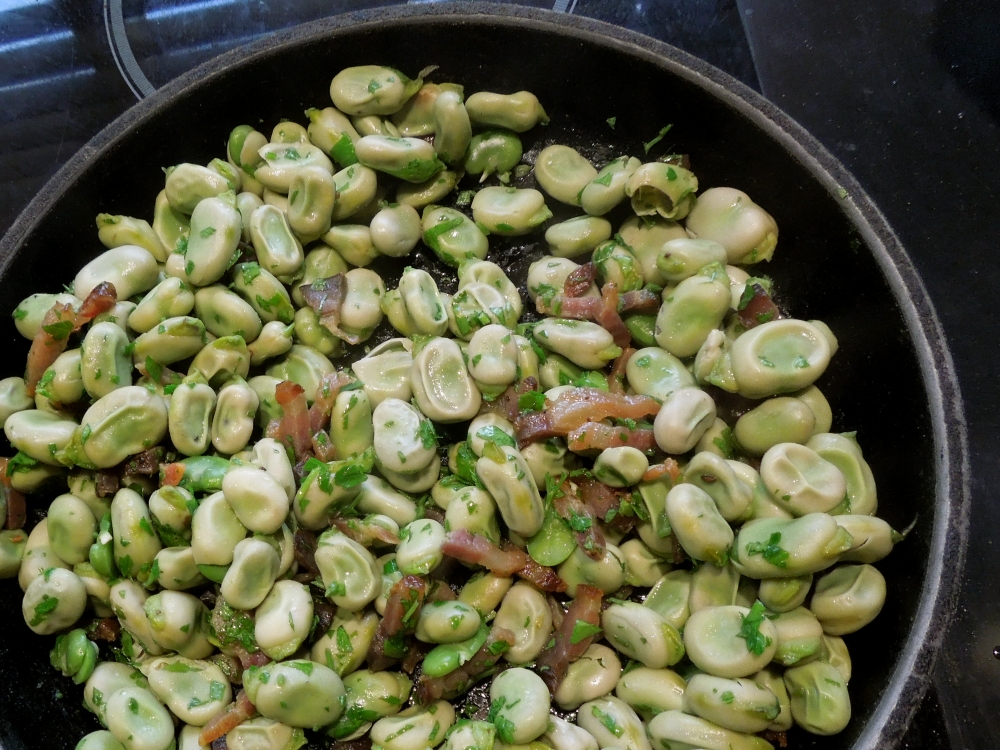 Image of beans tossed in pan with parsley and bacon
