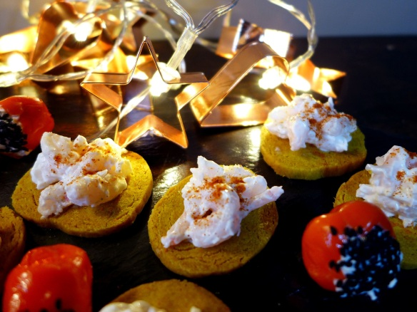 Image of tandoori shortbreads with prawns