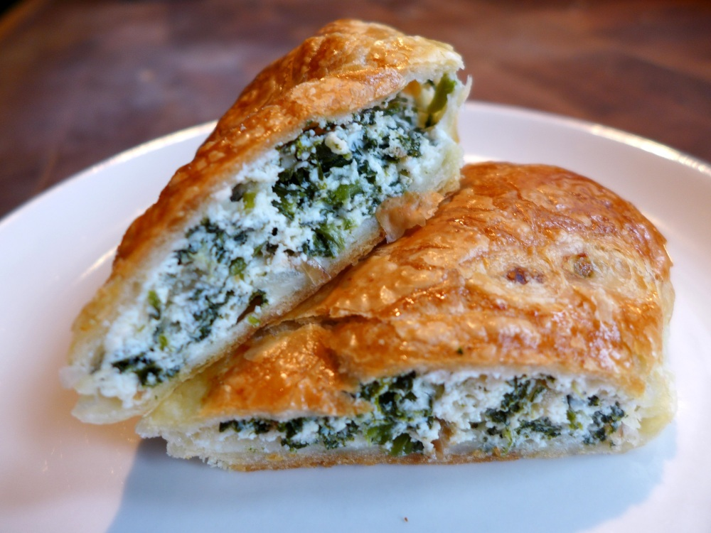 Image of spinach and ricotta roll, sliced