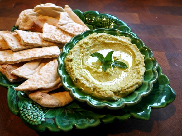 Image of hummus served with pitta bread