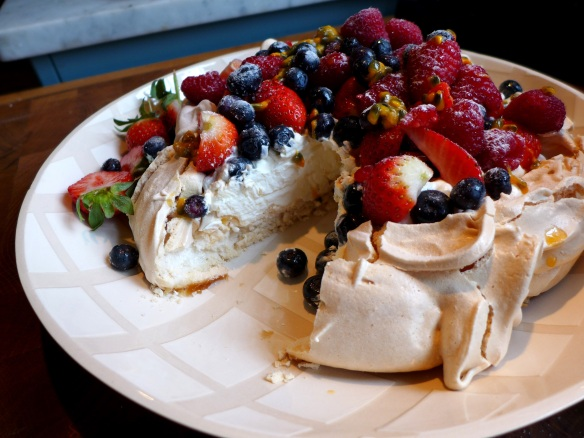 Image of pavlova, sliced