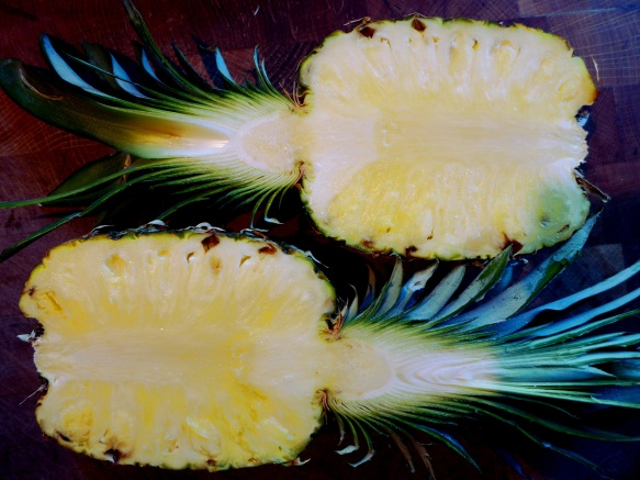 Image of halved pineapple